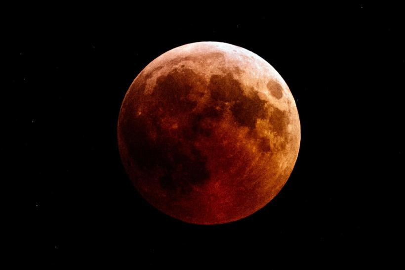 01-blood-moon-gettyimages-1006361016.ngsversion.1547820000748.adapt.1900.1
